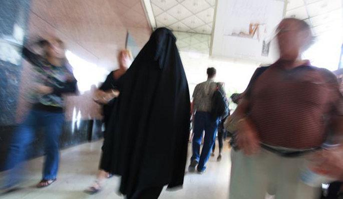 Actu-societe-Daphne-Mongibeaux-en-burqa_articlephoto